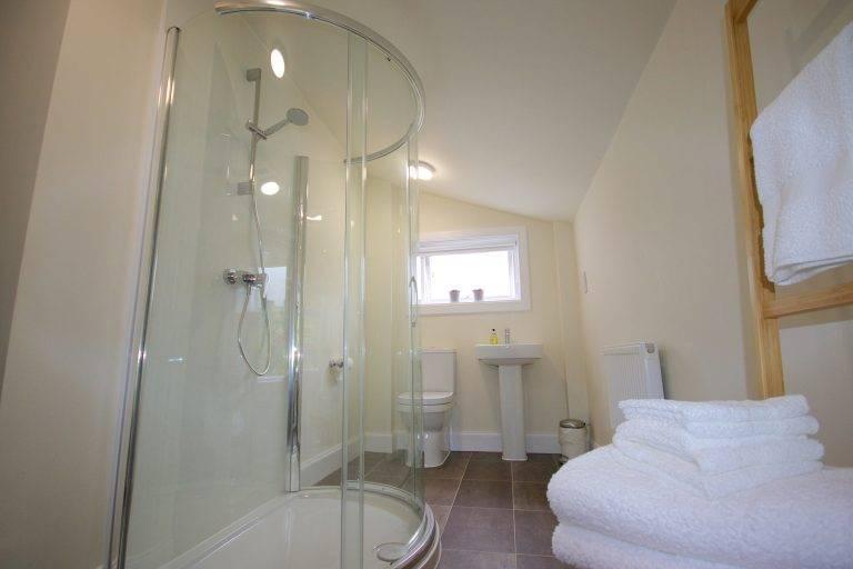 rossmayhouse-interior-new-bed-fyne-ensuite