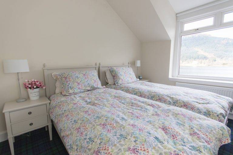 rossmayhouse-interior-new-bed-long-1