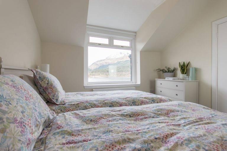 rossmayhouse-interior-new-bed-long-5